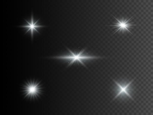 Conjunto de luzes brilhantes prateadas. efeito transparente.