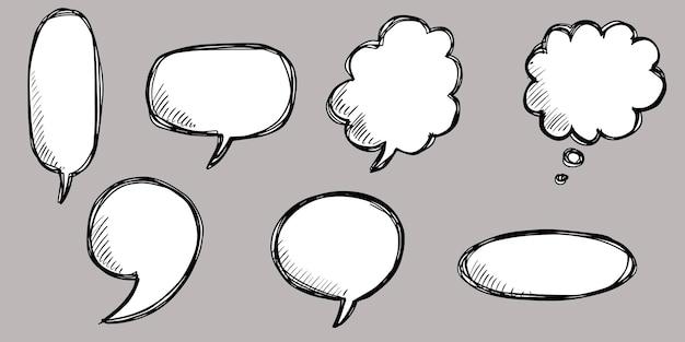 Conjunto de mão desenhada de balões de fala isolados. elemento definido do doodle. ilustração vetorial.