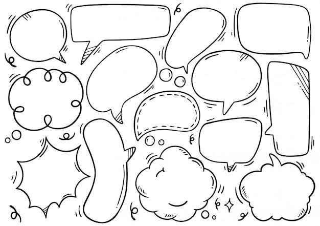 Conjunto de mão desenhada de bolhas do discurso no estilo doodle