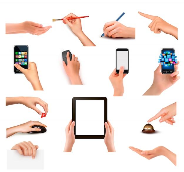 Conjunto de mãos segurando objetos de negócios diferentes. ilustração