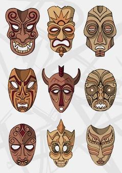 Conjunto de máscaras de teatro étnico ou cerimonial de madeira