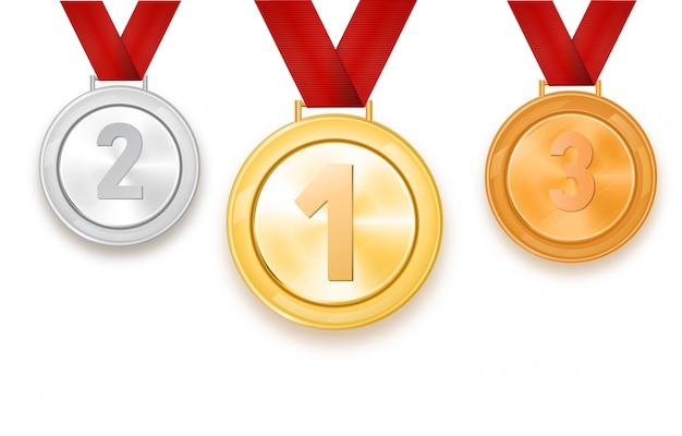 Conjunto de medalhas de ouro, prata e bronze em um fundo branco.