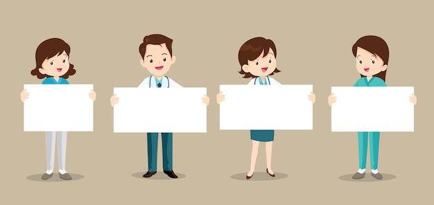 Conjunto de médico e enfermeira segurando um papel em branco.
