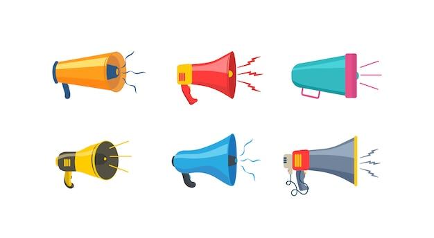 Conjunto de megafones, alto-falantes, ícone ou símbolo isolado no fundo branco. megafones coloridos em design plano. conceito para redes sociais, promoção e publicidade. ilustração, .