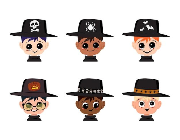 Conjunto de menino avatares de diferentes nacionalidades com olhos grandes e sorriso largo e feliz em bruxa pontuda ha ...