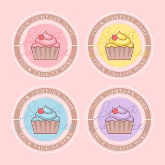 Conjunto de modelo de logotipo de vetor de cupcake colorido em fundo rosa suave