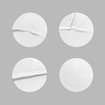 Conjunto de modelos de adesivo redondo branco amassado Vetor Premium