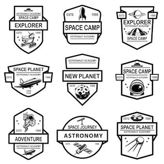 Conjunto de modelos de rótulo de acampamento espacial. elemento de design para logotipo, etiqueta, sinal, cartaz, camiseta.