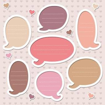 Conjunto de molduras decoradas com corações. bolhas do discurso rosa.
