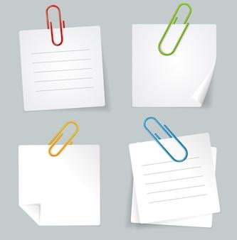 Conjunto de notas de clipe de papel e papel branco em cores isoladas