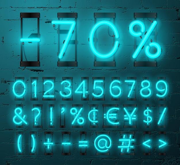 Conjunto de números de néon e sinais de pontuação no fundo da parede de tijolos