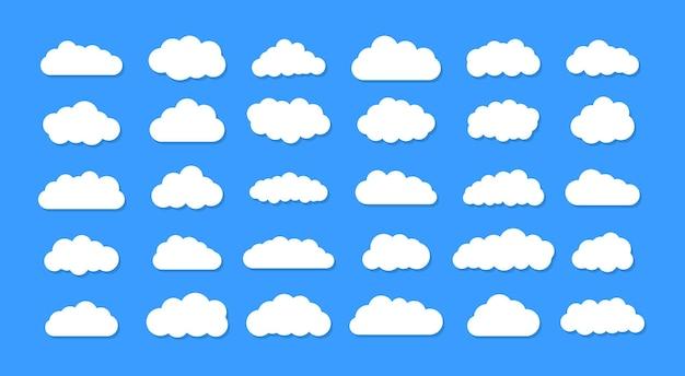 Conjunto de nuvens de desenho animado sobre um fundo azul. conjunto de céu azul.
