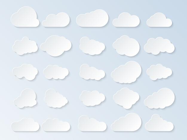 Conjunto de nuvens desenhos animados nuvens isoladas em fundo azul. ilustração vetorial
