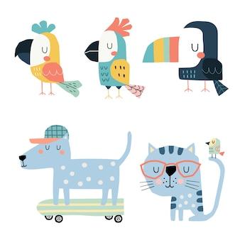 Conjunto de papagaios bonitos, tucano, gato e cachorro no skate.