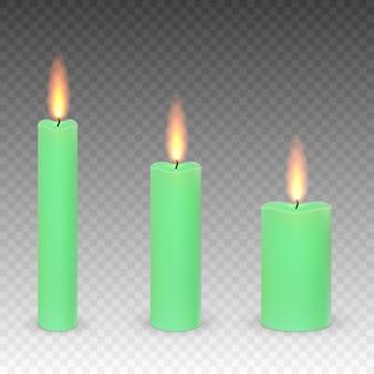 Conjunto de parafina realista queimando velas isoladas em um fundo transparente.