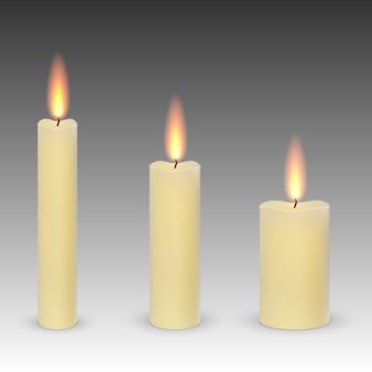 Conjunto de parafina realista queimando velas isoladas