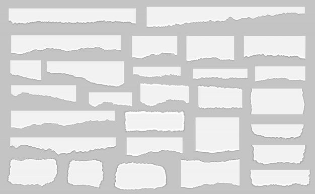 Conjunto de pedaços de papel rasgado branco, isolado no fundo cinza.