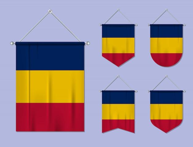 Conjunto de pendurar bandeiras chade com textura de têxteis. formas de diversidade do país de bandeira nacional. galhardete de modelo vertical