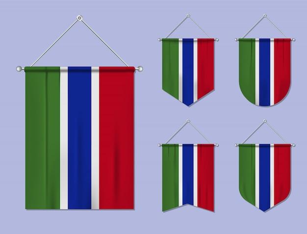 Conjunto de pendurar bandeiras gâmbia com textura têxtil. formas de diversidade do país de bandeira nacional. galhardete de modelo vertical