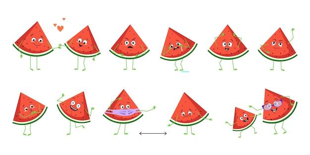 Conjunto de personagens de melancia fofos com emoções rostos braços e pernas felizes ou tristes heróis jogo de frutas f.
