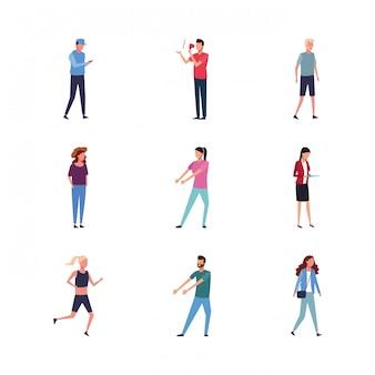 Conjunto de pessoas avatar fazendo ações