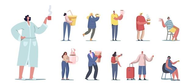 Conjunto de pessoas bebendo bebidas diferentes. minúsculos personagens masculinos e femininos segurando enormes xícaras de bebidas quentes e frias em casa ou em viagens, isolado no fundo branco. ilustração em vetor de desenho animado
