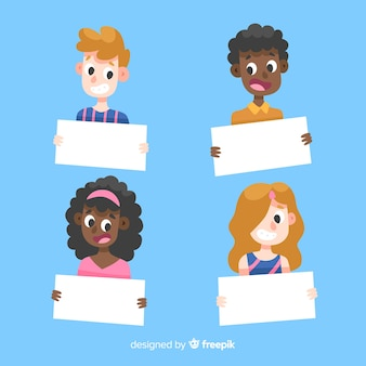 Conjunto de pessoas segurando cartaz em branco