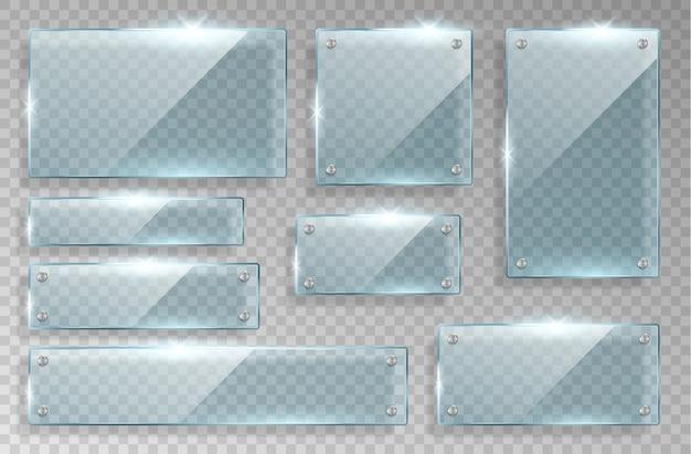 Conjunto de placas de identificação de vidro realistas isoladas em fundo quadriculado