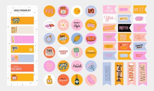 Conjunto de planejadores semanais e listas de tarefas com zero ilustrações de resíduos e letras da moda. modelo