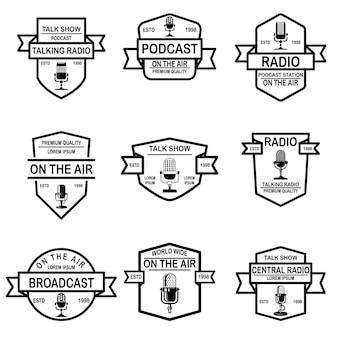 Conjunto de podcast, emblemas de rádio com microfone