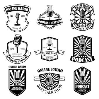 Conjunto de podcast vintage, emblemas de rádio com microfone