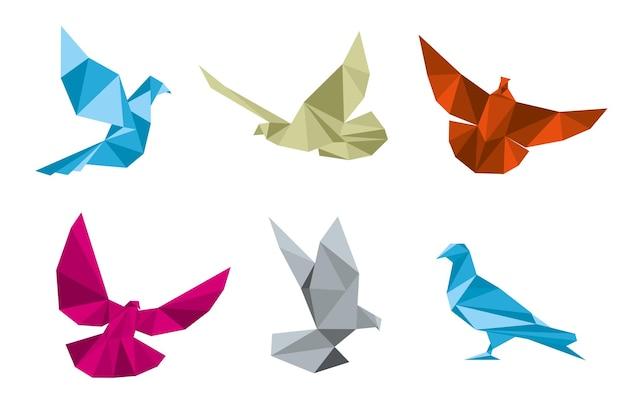 Conjunto de pombos de papel e pombas