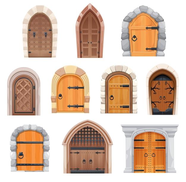 Conjunto de portas e portões medievais de metal e madeira