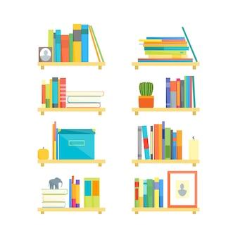 Conjunto de prateleiras com livros e coisas diferentes.