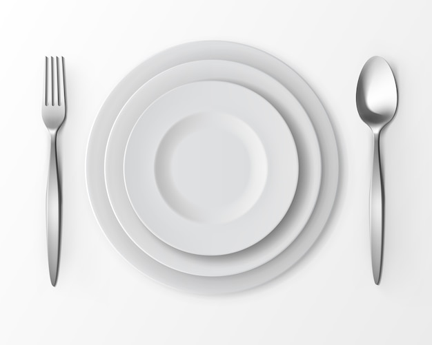 Conjunto de pratos redondos vazios brancos com garfo e colher