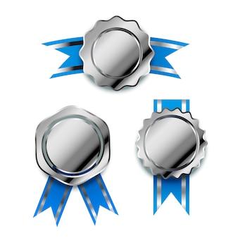 Conjunto de prêmios prata brilhante com fitas azuis, emblemas vencedor brilhante em branco