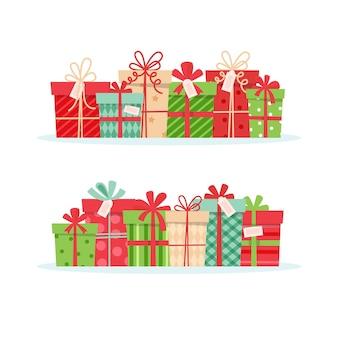 Conjunto de presentes de natal, diferentes caixas com fitas,