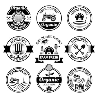 Conjunto de produtos agrícolas, orgânicos e frescos com etiquetas, emblemas ou emblemas redondos monocromáticos