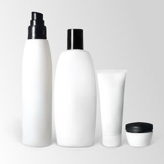 Conjunto de produtos cosméticos em frascos e tubos. a ilustração contém malhas de gradiente.