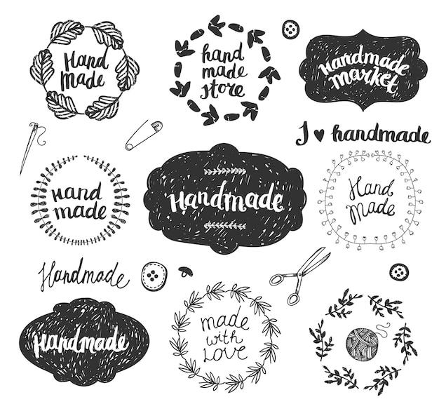Conjunto de quadros de doodle desenhado à mão, emblemas. conjunto gráfico de loja feito à mão, oficina e feito à mão.