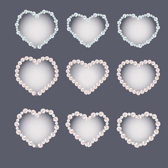 Conjunto de quadros de pérola em forma de coração isolado em cinza