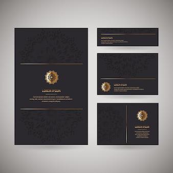 Conjunto de quatro cartões de visita ornamentais de ouro com mandala oriental de flores