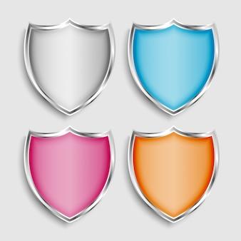 Conjunto de quatro símbolos ou ícones de escudo metálico brilhante