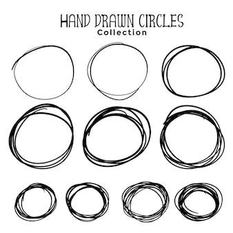 Conjunto de rabiscos de círculo desenhado à mão de dez