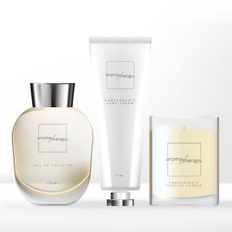 Conjunto de relaxamento em casa com frasco de vidro de perfume, frasco de vidro de vela perfumada e embalagem de tubo de creme para as mãos.