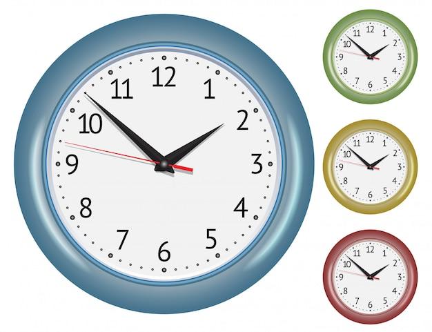 Conjunto de relógios mecânicos de parede.