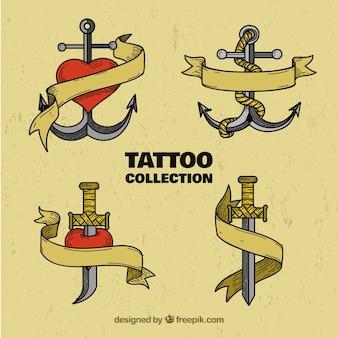 Conjunto de retroesculturas desenhadas à mão e tatuagens de espadas