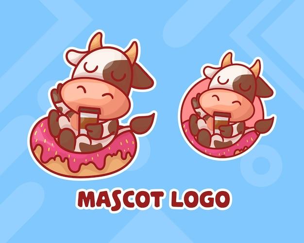 Conjunto de rosquinha fofa com logotipo do mascote da vaca do café