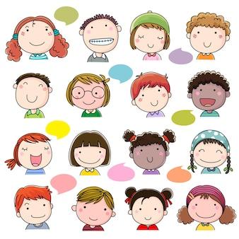 Conjunto de rostos infantis desenhados à mão
