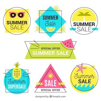 Conjunto de rótulos de venda de verão com elementos de praia